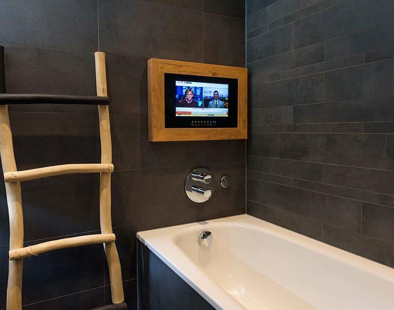 Hotel de Keyser badkamer, tv - Zandberg B.V.