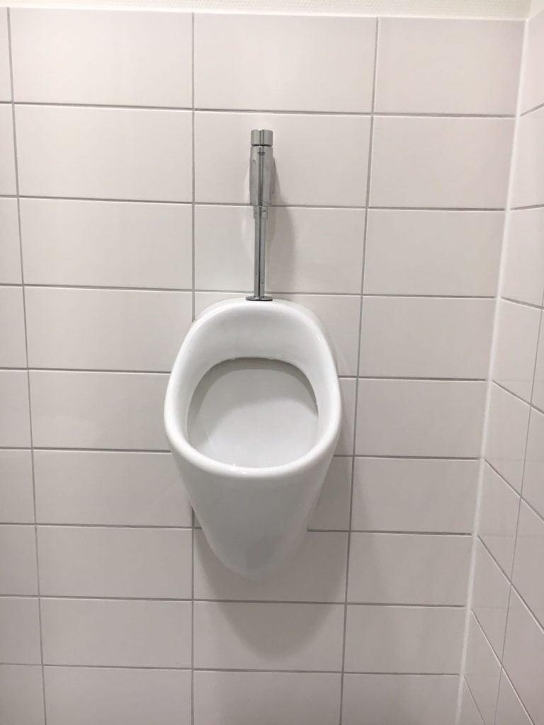 Badkamerrenovatie urinoir, Huisartsenpraktijk Ginneken, Breda - Zandberg B.V.