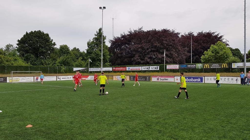 Bouwvakkers voetbaltoernooi, wedstrijd - Zandberg B.V.