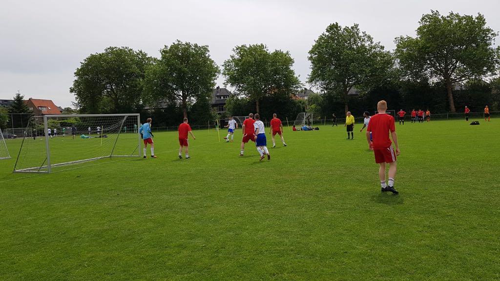 Bouwvakkers voetbaltoernooi, wedstrijd corner - Zandberg B.V.